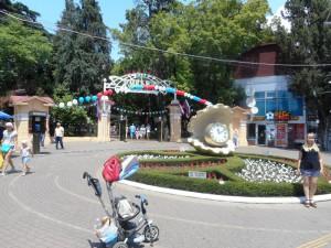 1.-Вход-в-парк-Ривьера.