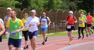 Лучшие российские спортсмены соревнуются по длинному горному бегу на курорте «Роза Хутор»