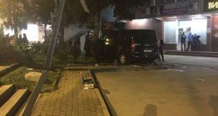 Два человека погибли на остановке в Сочи