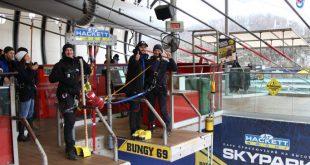 Незрячий экскурсовод прыгнул головой вниз на 69 метров в скайпарке Сочи