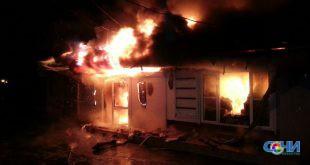 Пожар на Хостинском рынке уничтожил четыре магазина