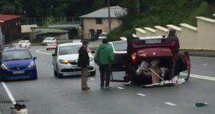 Автомобиль «Рено» перевернулся на Транспортной улице в Сочи