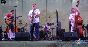 Фестиваль «Акваджаз» открылся в Сочи музыкальным парадом