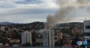 В микрорайоне Ареда горит двухэтажная пристройка — видео