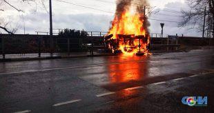 Четыре человека пострадали в ДТП в Лазаревском районе, где загорелся автомобиль. ВИДЕО
