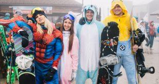Около 500 гостей съехали с горы в карнавальных костюмах на BoogelWoogel в Сочи