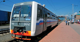 Сотрудники полиции задержали школьников на железнодорожных рельсах