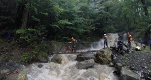 В минувшие выходные помощь спасателей понадобилась туристам, детям и больным