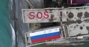 В Сочи на крышах высоток, идущих под снос, нарисовали флаг России и написали SOS