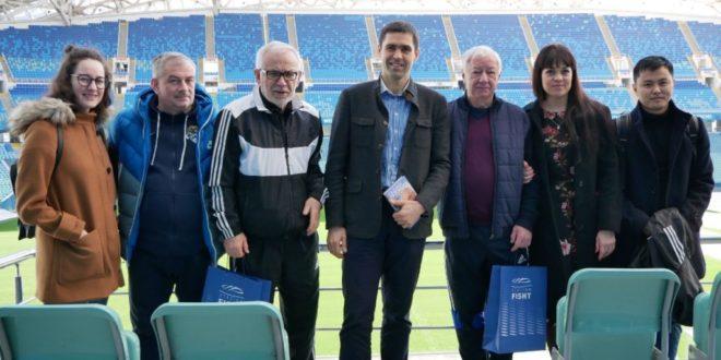 Легендарные футболисты посетили стадион «Фишт»