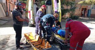 Спасатели эвакуировали травмированного мужчину, упавшего с крыши