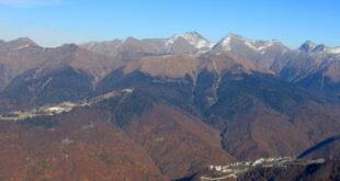 Заблудившимся в горах туристам потребовалась помощь спасателей