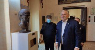 Бюст художника Жилинского передали художественному музею Сочи