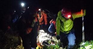 Сотрудники МЧС эвакуировали травмированного туриста с горы Псеашха Сахарный