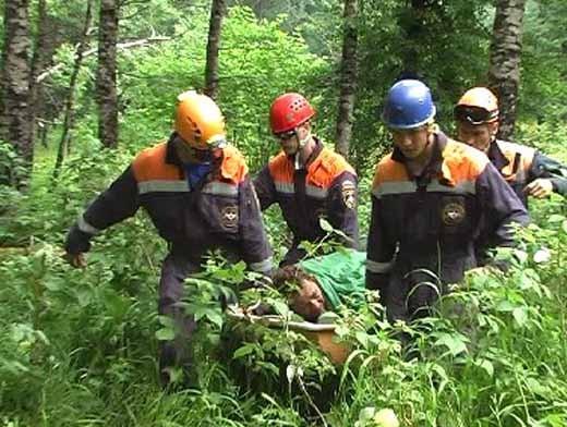 Спасатели вывезли с приюта Бабук-Аул молодого человека с травмой руки