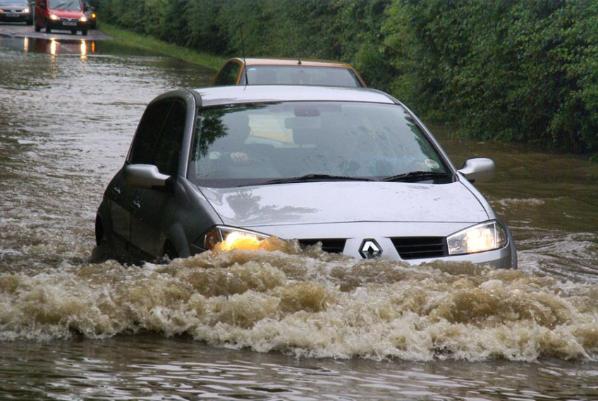 Непогода подтопила ряд дорог Сочи
