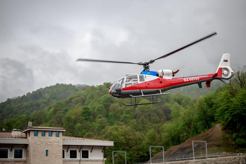 Вертолет МЧС России эвакуировал пострадавшего туриста с горы Фишт